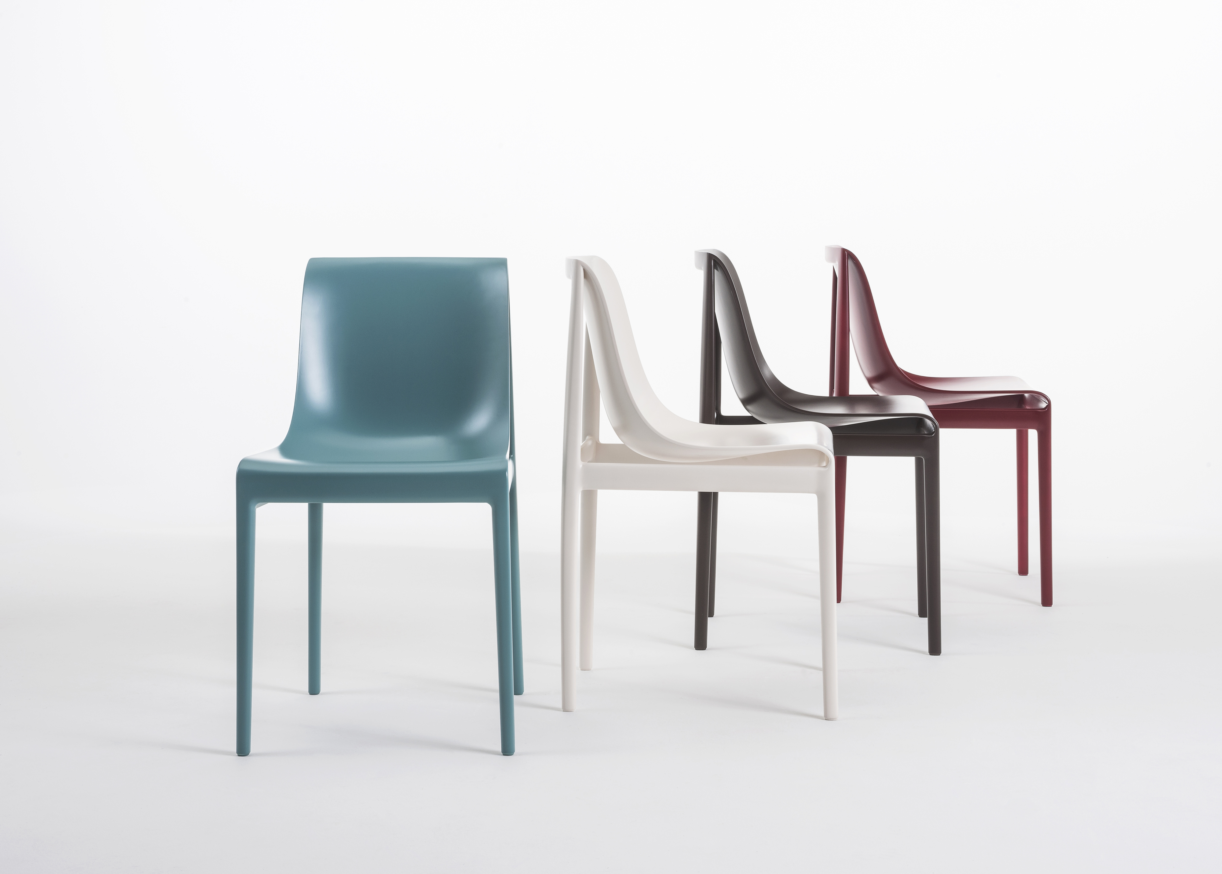 Dream'Air design Eugeni Quitllet per Kartell La sedia nasce da un unico stampo.