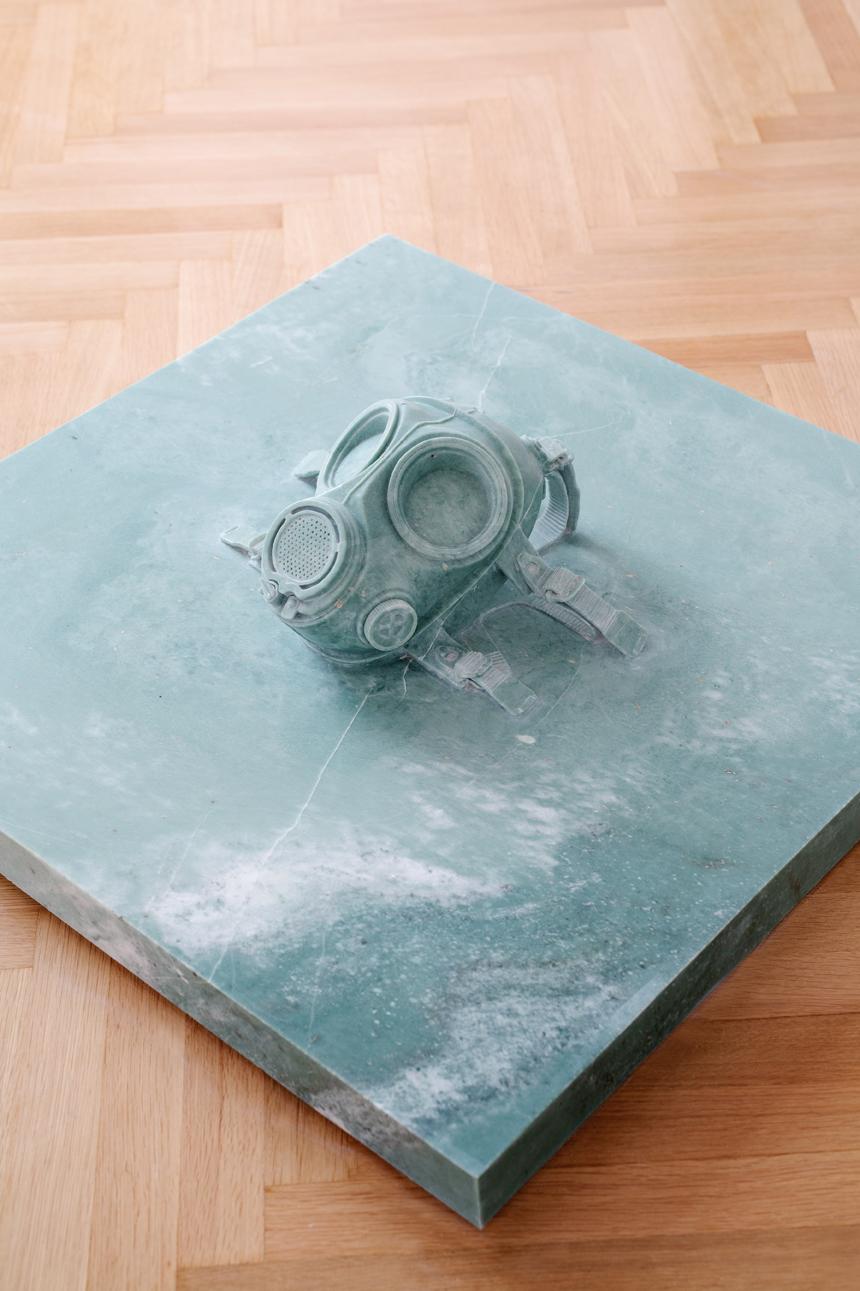 Mask, 2011, marble, 80 x 80 x 30 cm. Φωτ. Πάρις Ταβιτιάν © Μουσείο Κυκλαδικής Τέχνης